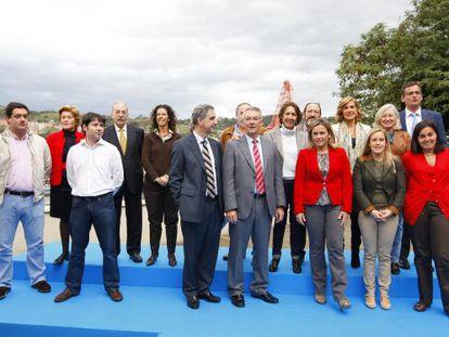 l PP presentó ayer en Bilbao a sus candidatos para el Congreso y el Senado de cara a las generales del 20 de noviembre. / fernando domingo-aldama