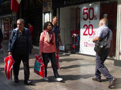 Una calle comercial de Ciudad de México, el pasado viernes.