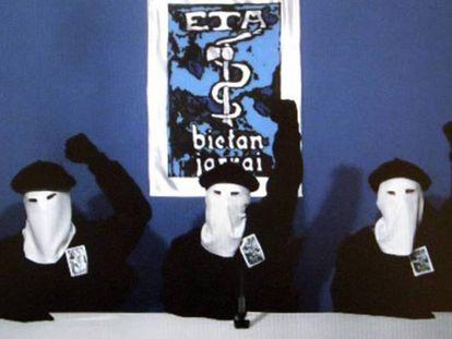En la imagen, los tres terroristas que anunciaron el fin de la violencia de ETA, en octubre de 2011.