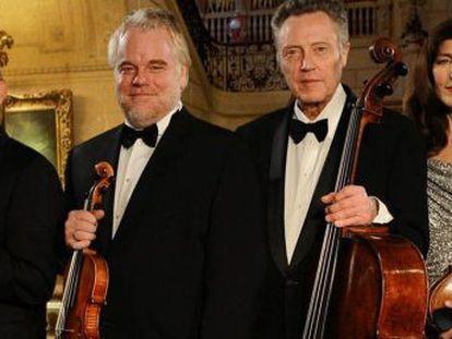 De izquierda a derecha, Mark Ivanir, Philip Seymour Hoffman, Christopher Walken y Catherine Keener, en 'El último concierto'.