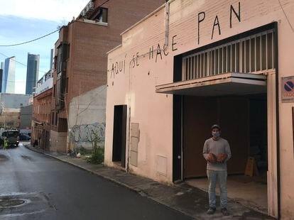 La nave de Panic donde elaboran el pan para restaurantes y venden a los vecinos de Valdezarza.
