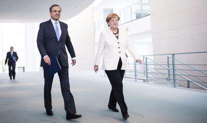 La canciller alemana, Angela Merkel, junto al primer ministro griego, Antonis Samaras, en Berlín, el pasado septiembre.