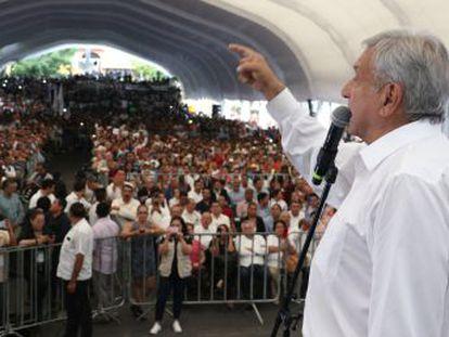 Simpatizantes de López Obrador aguardan su llegada al poder con entusiasmo después de un sexenio aciago