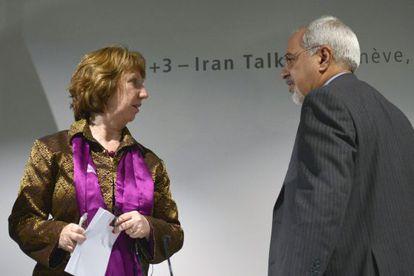 Catherine Ashton, y el ministro de Exteriores iraní, Mohammad Javad Zarif, ayer en Ginebra.