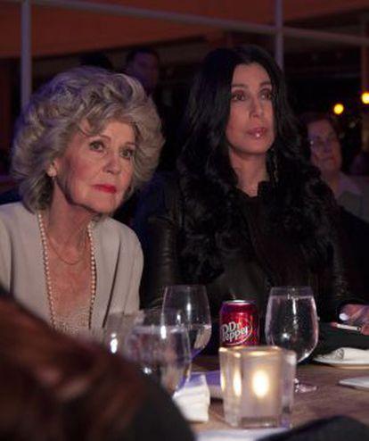 La cantante Cher con su madre en la cena a favor de Obama.