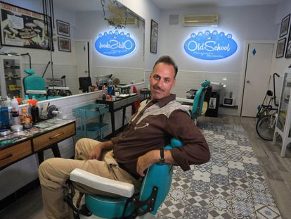 Jesús Molina, peluquero y barbero del local Old School de la calle Toledo.
