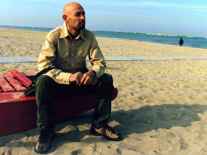 Pantani, en la playa de Cesenatico, semanas después de ganar el Toru del 98.