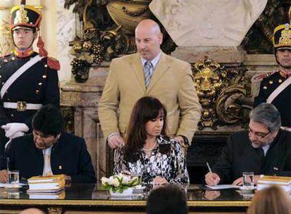 Morales y Lugo suscriben la memoria final que establece la demarcación de la frontera en presencia de la presidenta argentina