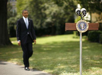 Barack Obama se dispone a hacer unas declaraciones a la prensa en los jardines de la Casa Blanca, el viernes.