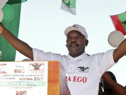 El presidente burundés en un acto en favor del sí en el referéndum, en mayo en Gitega.