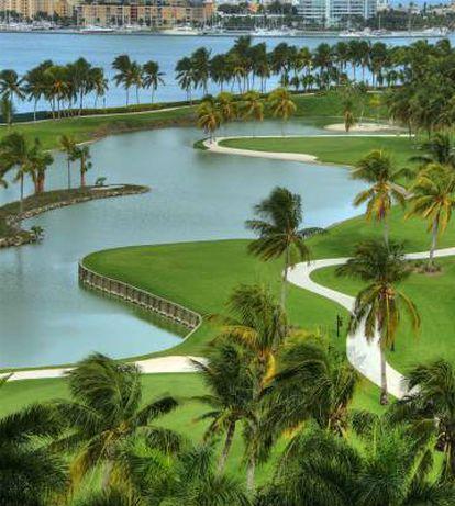 Un lago del campo de golf de la isla.