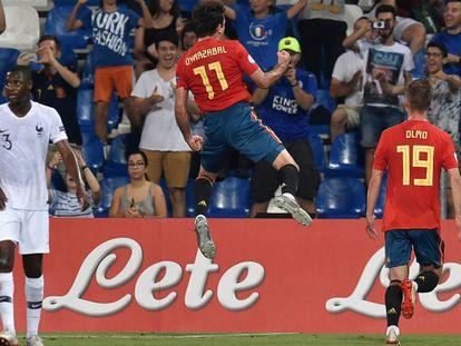 Oyarzabal celebra el gol de penalti, el 2-1 para España.