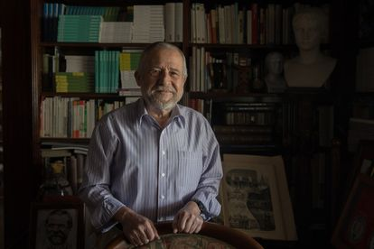 El neurocientífico Francisco Mora en su domicilio de Madrid.