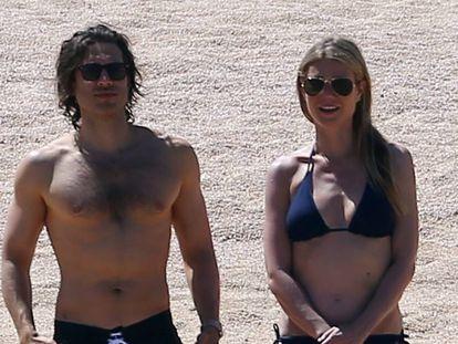 Brad Falchuk y Gwyneth Paltrow en Cabo San Lucas, México, en abril de 2017.