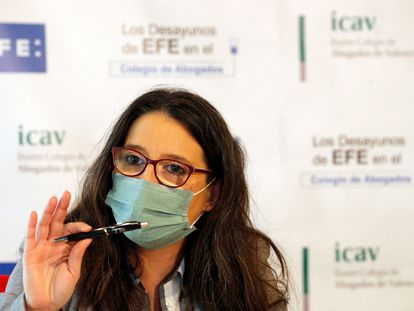 La vicepresidenta del Consell, Mónica Oltra, defiende, en declaraciones a EFE, la aplicación de medidas más restrictivas para frenar la expansión del coronavirus.