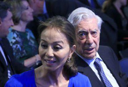 El escritor Mario Vargas Llosa e Isabel Preysler durante el seminario organizado con motivo del 80 cumpleaños del autor.