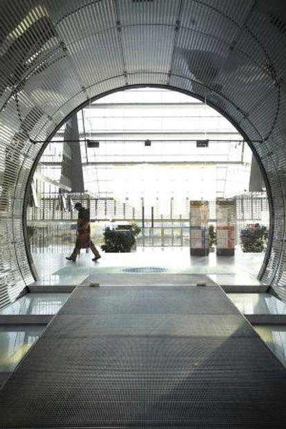 Edificio del Energie Forum, que aloja a empresas de energías renovables, junto al Muro y dentro del proyecto urbanístico Mediaspree.