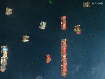 Embarcaciones chinas atracadas en el arrecife Whitsun, en una imagen satelital del pasado día 23.