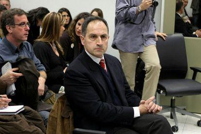 Pedro Varela declara ante el juez por la venta de libros ultra, en 2010.