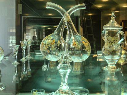 Copas, jarra y vinagrera de la Real Fábrica de Cristales de la Granja de San Ildefonso. Piezas de fina cristalería como estas formaron parte del cargamento del navío 'Oriflama'.