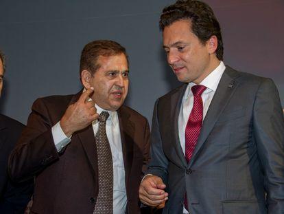 Alonso Ancira, propietario de Altos Hornos de México (izquierda), y Emilio Lozoya, entonces director de Pemex, el 12 de septiembre de 2013.
