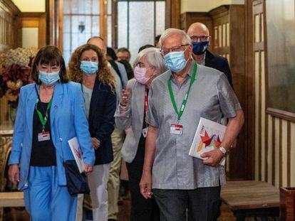 El vicepresidente de la Comisión Europea y Alto Representante de la Unión para Asuntos Exteriores y Política de Seguridad, Josep Borrell (en el centro), este lunes en la Universidad Internacional Menéndez Pelayo en Santander.