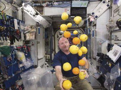 El estadounidense que más tiempo ha pasado en el espacio se muestra crítico con la política espacial de Donald Trump