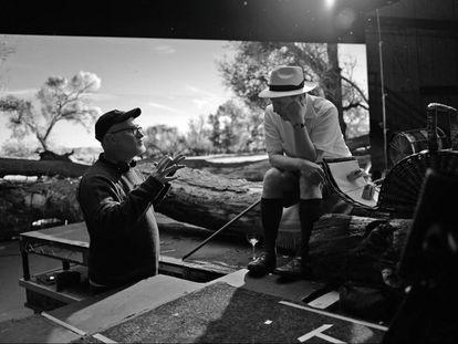 David Fincher dirige a Gary Oldman en el rodaje de 'Mank'.