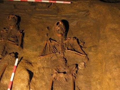 Enterramiento de adultos en la Capela do Pilar de la Catedral de Lugo.