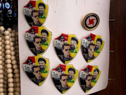 Chapas a la venta en Damasco con los rostros de los presidentes de Siria, Hafed y Bachar el Assad y del líder de Hezbolá, Hasán Nasralá.