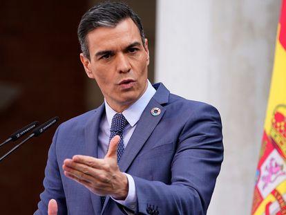 El presidente del Gobierno, Pedro Sánchez, en la rueda de prensa en el Palacio de la Moncloa, este viernes.