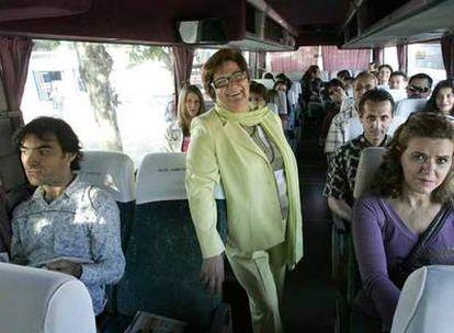 Paquita Muñoz, en uno de los autobuses que cada día llena de público para algún programa.