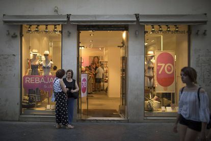 Un comercio en el centro de Sevilla