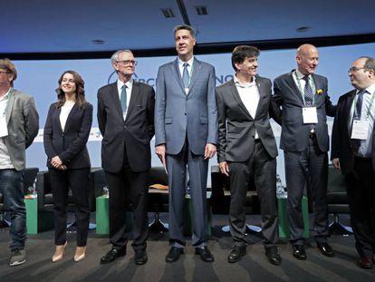 Anton Costas (tercero por la izquierda) con los líderes políticos.
