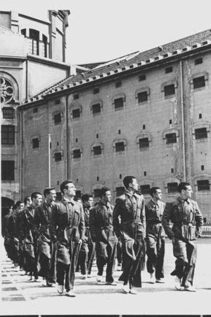 El patio del penal durante el franquismo, en una imagen de la exposición 'Les presons del franquisme'.