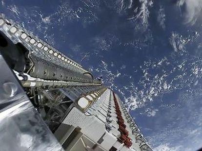 El proyecto de SpaceX de llevar cobertura de Internet a todo el mundo usando satélites podría cambiar la imagen del cielo nocturno