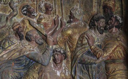Detalle de 'El Beso de Judas', dentro del retablo de Quintanilla de Riofresno, en Burgos.
