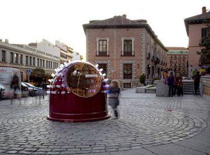 La <i>hucha de los deseos, </i>obra de Susanne Bosch, en la plaza de la Puerta de Moros.
