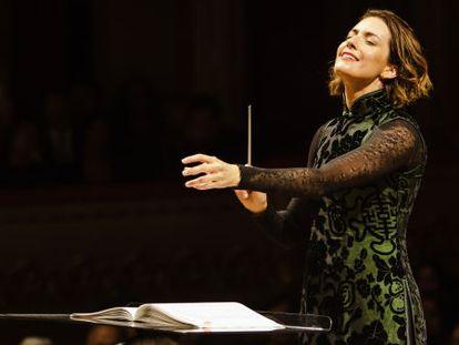 La directora de orquesta mexicana Alondra de la Parra, durante un concierto en 2014.