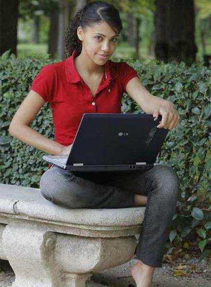 Sofía de Oliveira pasa cada día cuatro horas al ordenador.