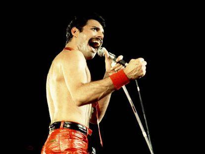 Actuación de Freddie Mercury junto con su grupo Queen en Chicago en 1980.