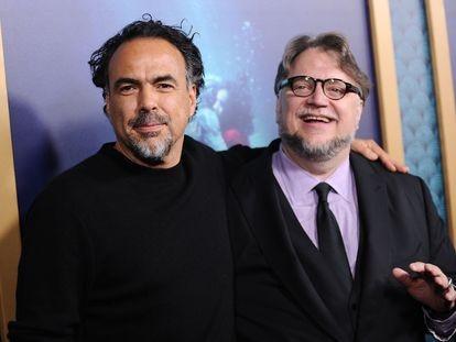 Los directores de cine mexicanos Alejandro González Iñárritu y Guillermo del Toro en 2017.