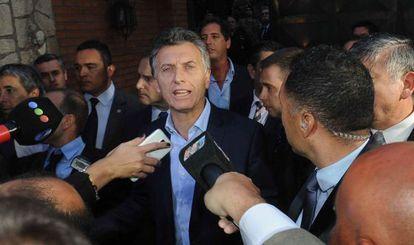 El presidente electo habla con la prensa tras reunirse con la presidenta Cristina Fernández