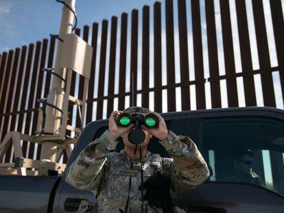 Un soldado estadounidense en la frontera de Estados Unidos y México, en 2019.