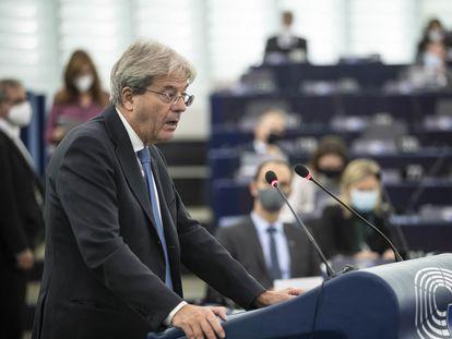 El comisario europeo, Paolo Gentiloni, se dirige a la cámara durante el debate sobre los 'Papeles de Pandora'.