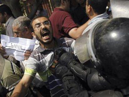 Partidarios de Morsi se enfrentan a antidisturbios