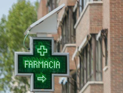 Un cartel de una farmacia de Madrid, el pasado 18 de abril.