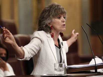La exministra de Sanidad, María Luisa Carcedo (PSOE), defiende la proposición de ley de eutanasia en la sesión plenaria del Congreso.