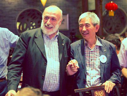 Carlo Petrini (izquierda), en el congreso de Slow Food en Chengdu (China) en septiembre.