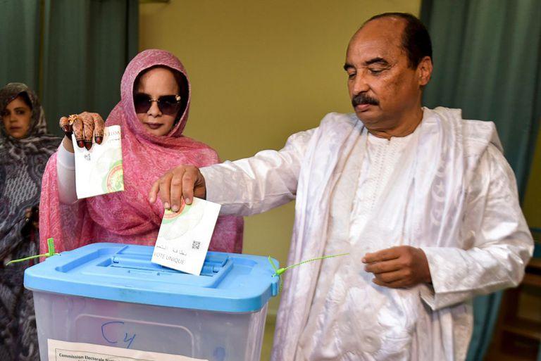 El expresidente de Mauritania Mohamed Ould Abdelaziz en junio de 2019 durante las elecciones presidenciales en Nuakchot.